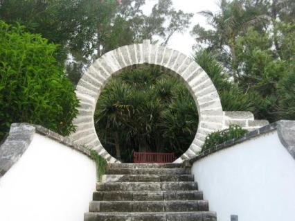 moon-gate-hotel-grounds